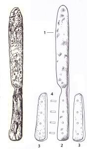 Kniedēta spala nazis un tā daļas: 1 – asmens; 2 – spala dzelzs vidusplāksne; 3 – spala uzlikas – raga plāksnītes; 4 – kniedes. Daigas Pjatkovskas zīmējums