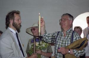 """1994. gada 13. jūlijs. Starptautiskā folkloras festivāla """"Baltica – 94"""" atklāšanas laikā Turaidas pilī. No kreisās Jānis Dripe, Aina Ulmane, Raimonds Pauls."""