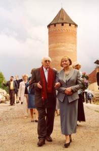 Director of the Museum Reserve Anna Jurkāne and archaeologist Jānis Graudonis on his 90th anniversary. 23 August 2003