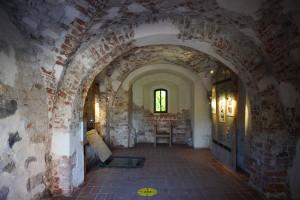 Dienvidu torņveido korpusa pirmais stāvs ar 14. gadsimta gotiskā smailloka un pusaploces dubulto krustavelvi