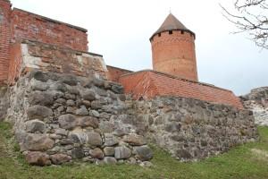 Kontrforss pie Turaidas pils austrumu sienas