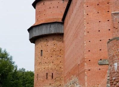 Pusapaļais-tornis