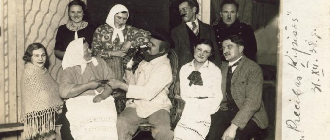 """Siguldas-teātra-aktieri-pēc-lugas-""""Precības-Ķipīšos""""-1938.-gada-31.-decembrī-SM-4576"""